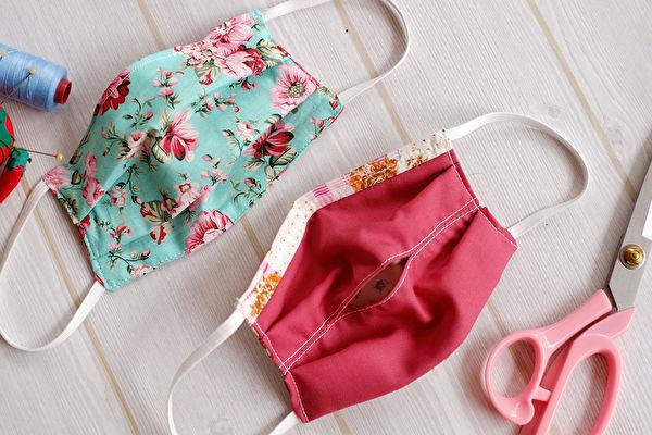 「布口罩套」使用2片布料縫合後,中間夾層放入可有效阻擋病毒微粒的「不織布材質」,或其他過濾式材料比方尼龍、HEPA標準濾網等。(shutterstock)
