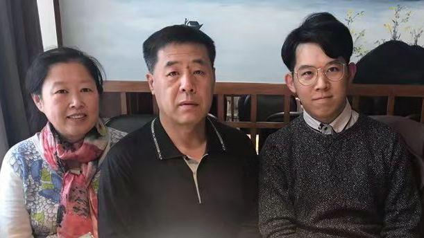 黑龍江佳木斯市法輪功學員車錦霞和丈夫以及兒子三口之家。(明慧網)