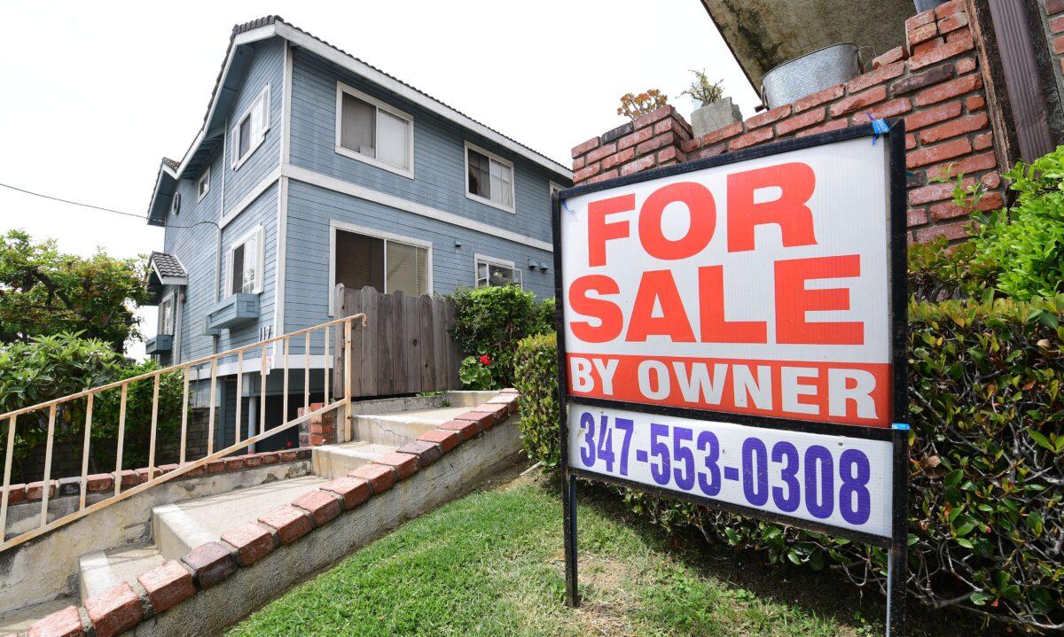 2020年4月29日,加州蒙特利公園市(Monterey Park)一個待出售的房屋。(Frederic J. Brown/AFP via Getty Images)