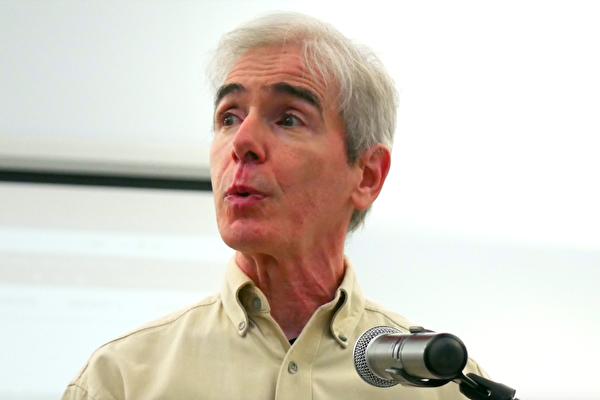 2021年5月4日,美國維珍尼亞州法輪功學員、人類發展學博士、神學碩士吉姆‧吉拉戈西亞(Jim Giragosian)在維珍尼亞州庫爾佩珀縣(Culpeper County)委員會會議上發言。(李辰/大紀元)