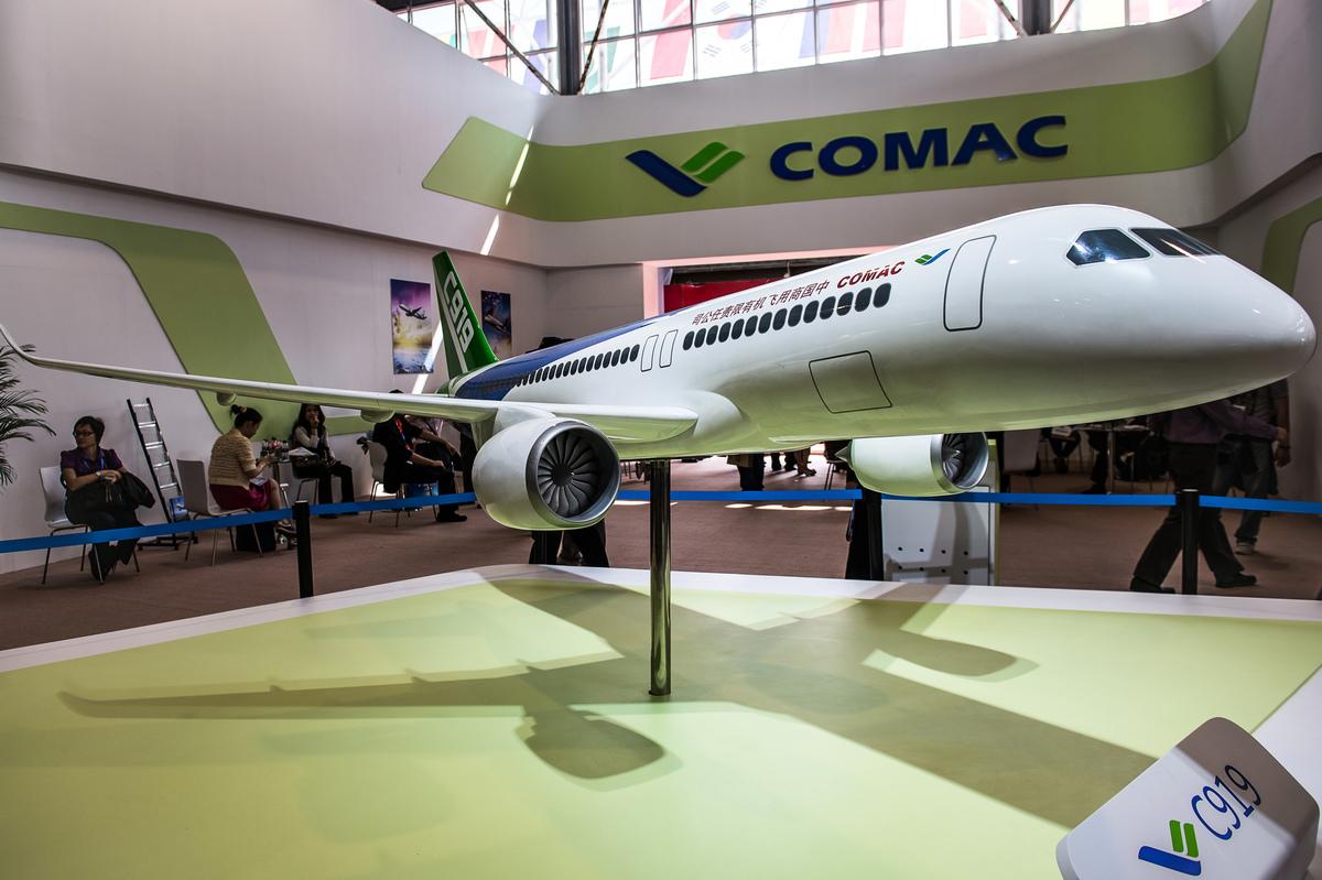 美國國防部將9家中國公司加入中共軍企黑名單,涉及航空領域的有中國商用飛機有限責任公司(Comac,簡稱商飛)、中國航空集團公司(簡稱中航)、大新華航空有限公司。圖為商飛生產的C919客機。 (PHILIPPE LOPEZ/AFP via Getty Images)