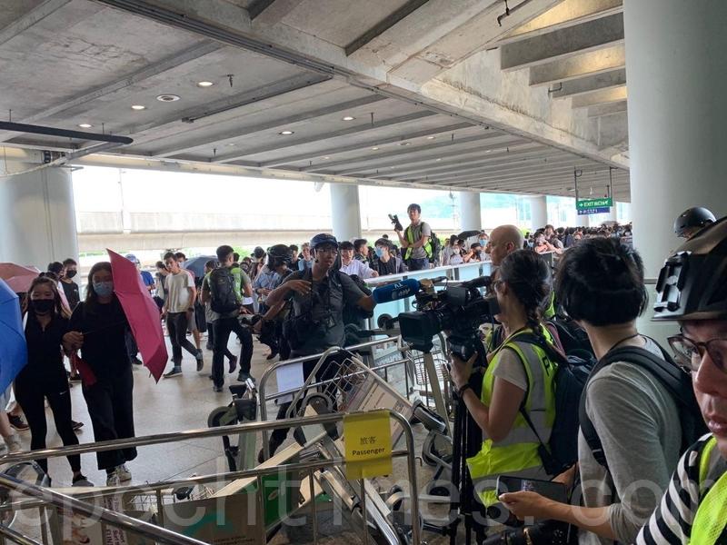 組圖:香港機場「和你飛2.0」行動