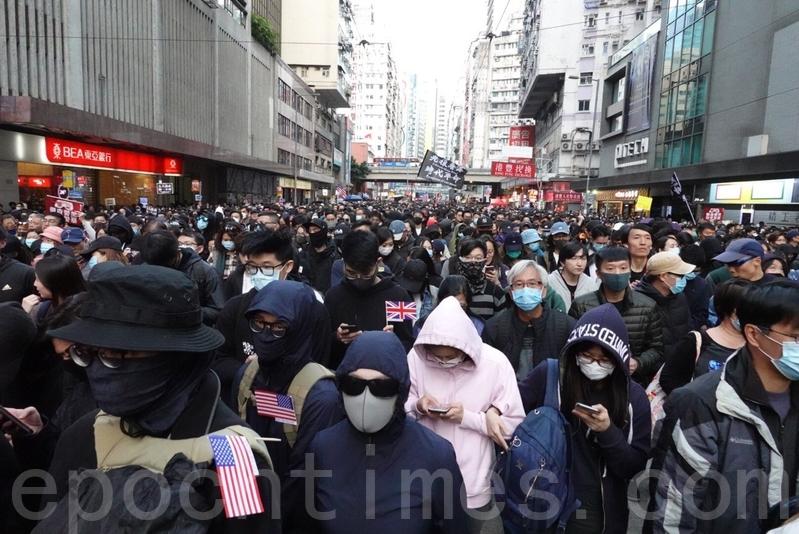 【12.8反暴政】「港化學教父」參加遊行 自帶防催淚煙用具