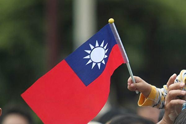 台灣駐斐濟代表處10月8日在當地舉行慶祝台灣雙十國慶酒會,期間兩名中共外交人員企圖強行闖入會場並拍攝來賓。台灣代表處成員要求其離開卻遭其毆打,台灣外交部向斐濟外交部提出正式抗議。圖為中華民國國旗資料照。(中央社/大紀元製圖)