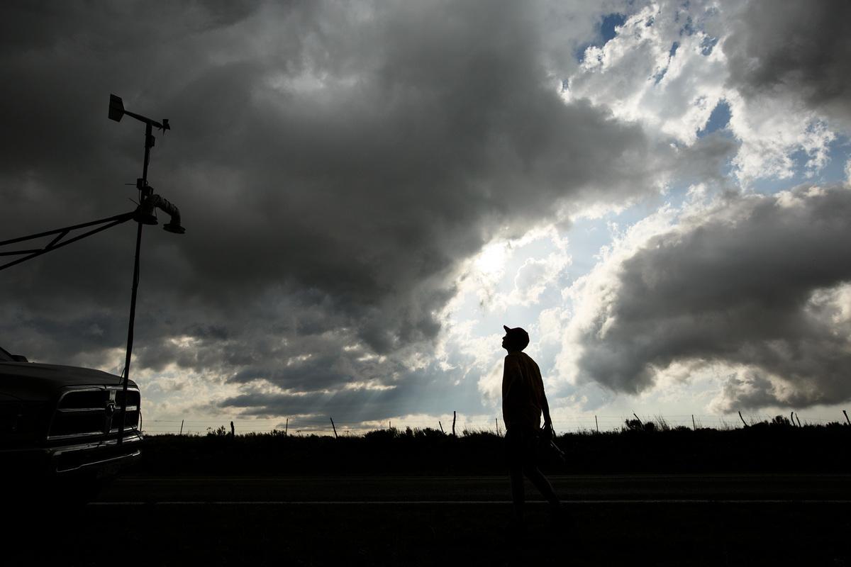 美國南部遭強風暴包括龍捲風襲擊,造成至少7人死亡,多人受傷。截至周日(4月14日)早上,密西西比州有至少5人喪生;德克薩斯州有兩名兒童遇難。周六晚上,仍有逾14萬人受到斷電影響。圖為示意圖。(Photo by Drew Angerer/Getty Images)