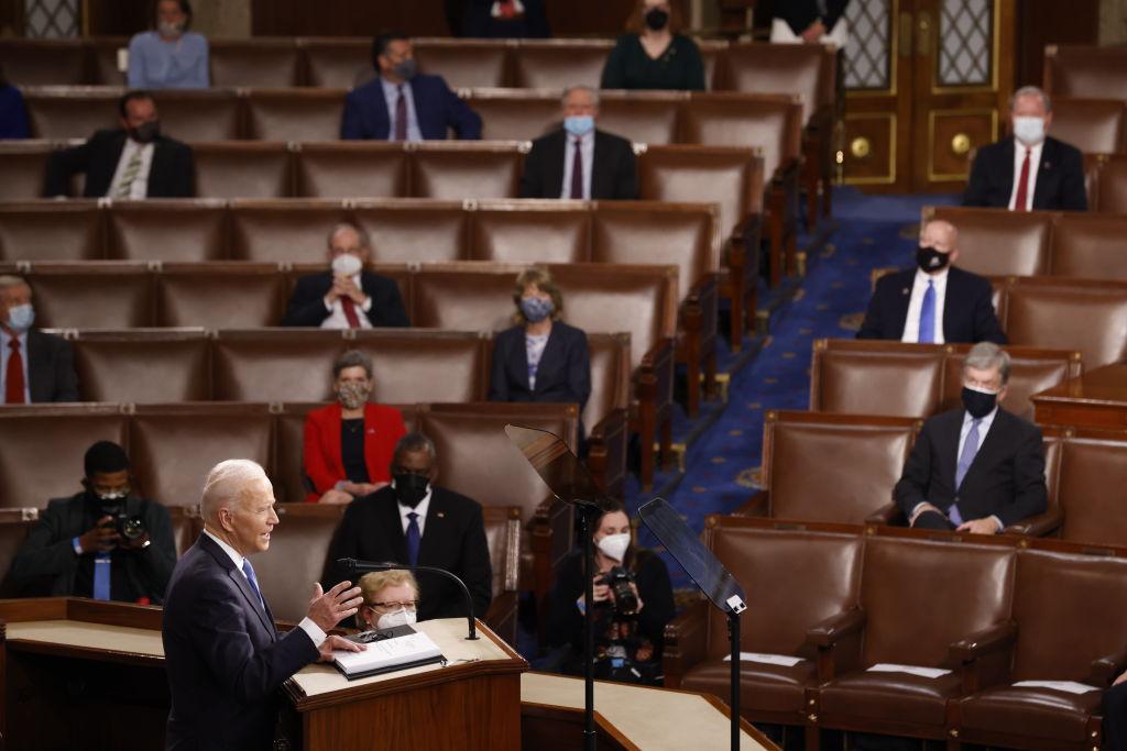 2021年4月28日,美國總統拜登在國會演講,談到了與中共在21世紀的競爭關係。中共外交部很快回應,再度謾罵。(Jonathan Ernst-Pool/Getty Images)