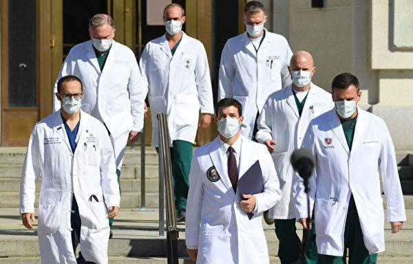 2020年10月5日下午3:00,特朗普總統的醫生康利(Sean Conley)博士及醫生團隊舉行新聞發佈會。(SAUL LOEB/AFP via Getty Images)