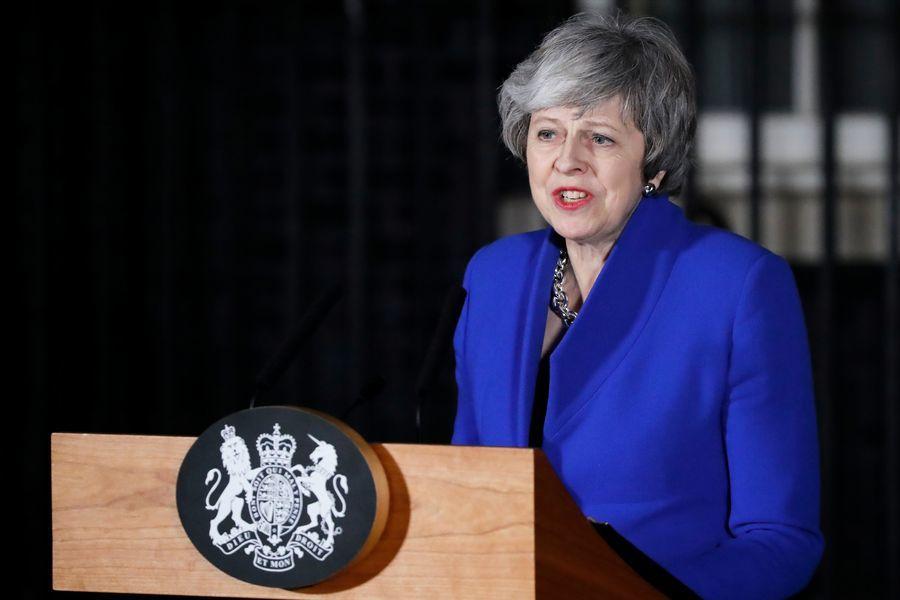 英國議會不信任表決 首相涉險過關