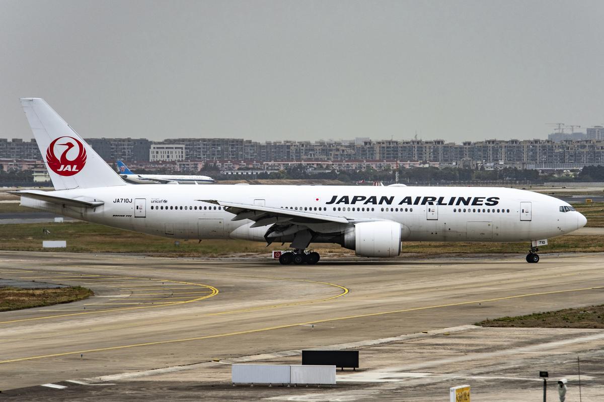 圖為上海虹橋國際機場的客機。(N509FZ /維基百科)
