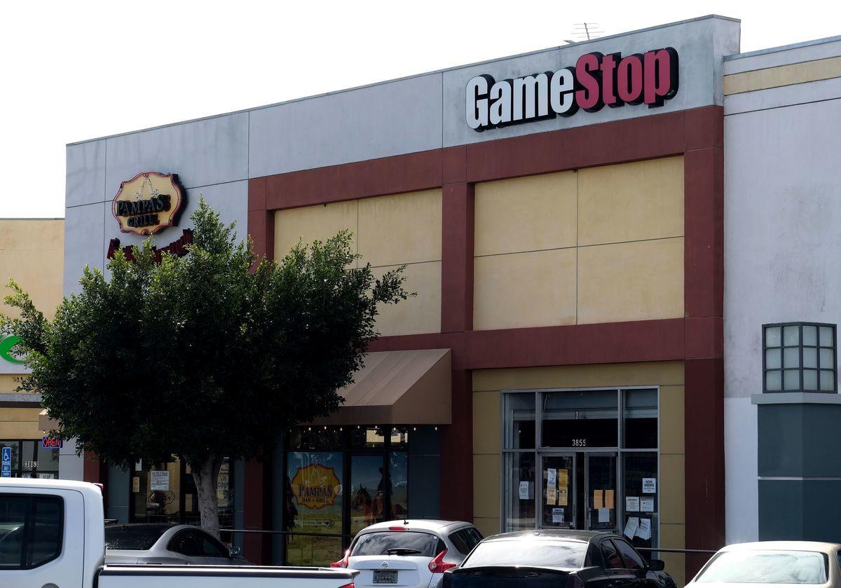 圖:2021年1月28日,加利福尼亞州卡爾弗城的GameStop商店的logo標誌。(CHRIS DELMAS/AFP via Getty Images)