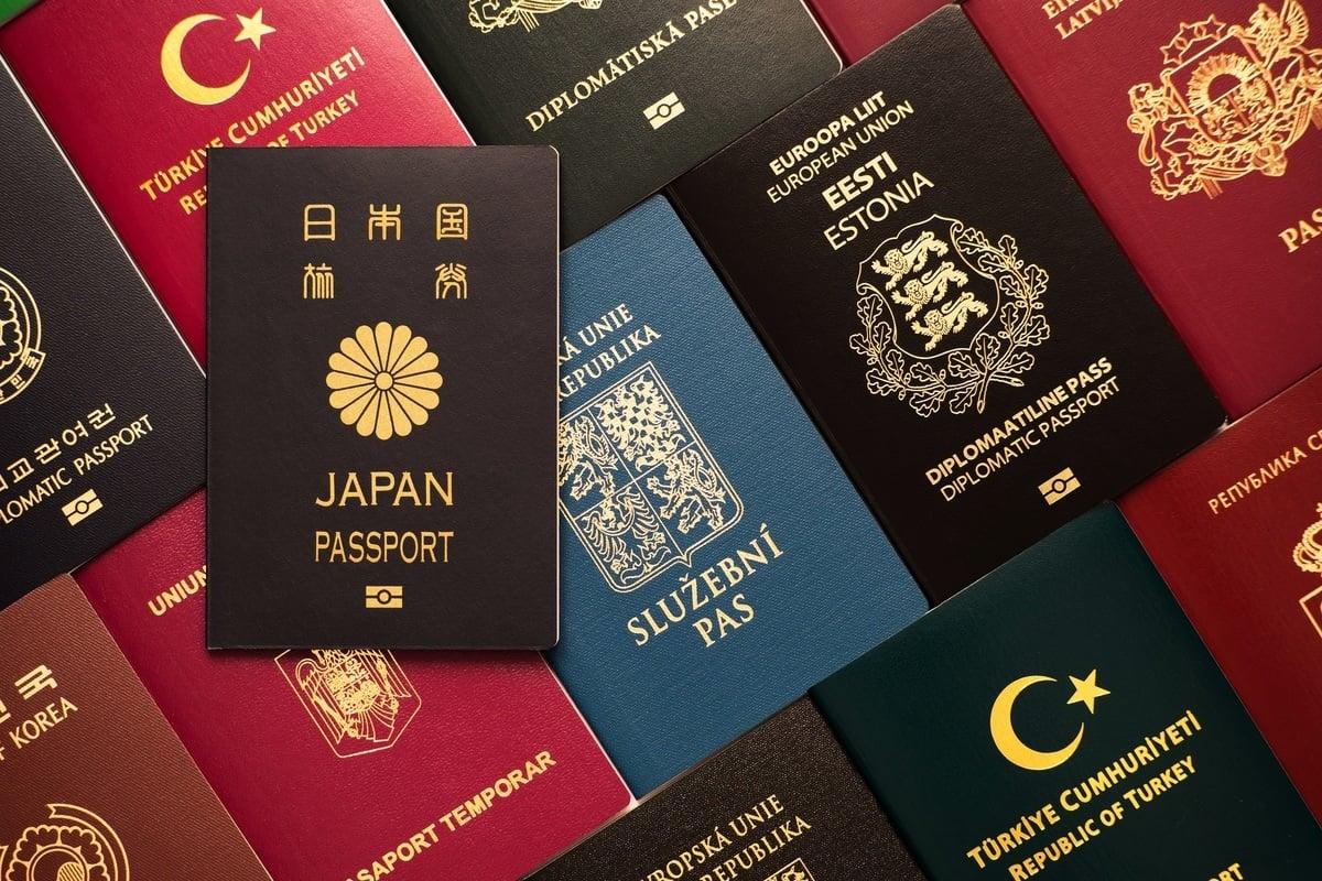 根據「亨利護照指數(Henley Passport Index)」,若不考慮中共病毒(COVID-19)造成的臨時限制,日本再次成為榜首,其護照可提供通往世界193個目的地的免簽證或落地入境簽證服務。(ShutterStock)