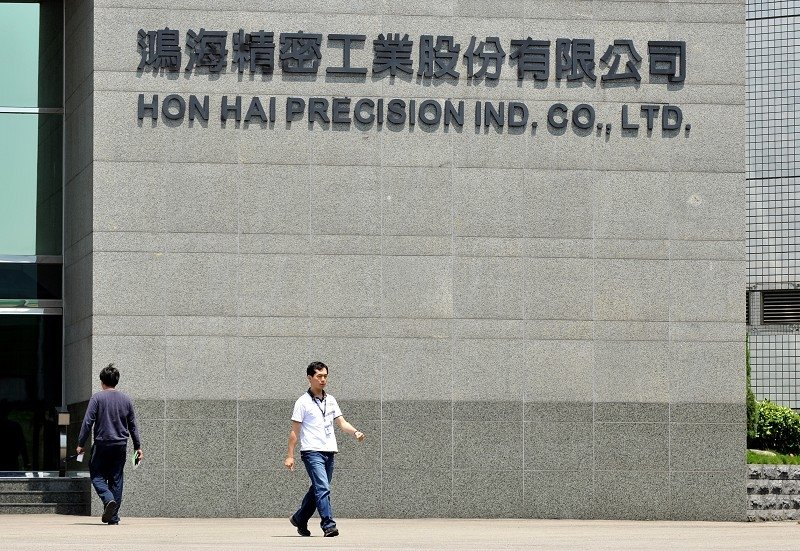 蘋果電腦的最大生產供應商鴻海和廣達11月13日(周三)表示,將繼續將生產線轉移到中國以外的地方,以應對持續的貿易戰。圖為鴻海總部。(Getty Images)