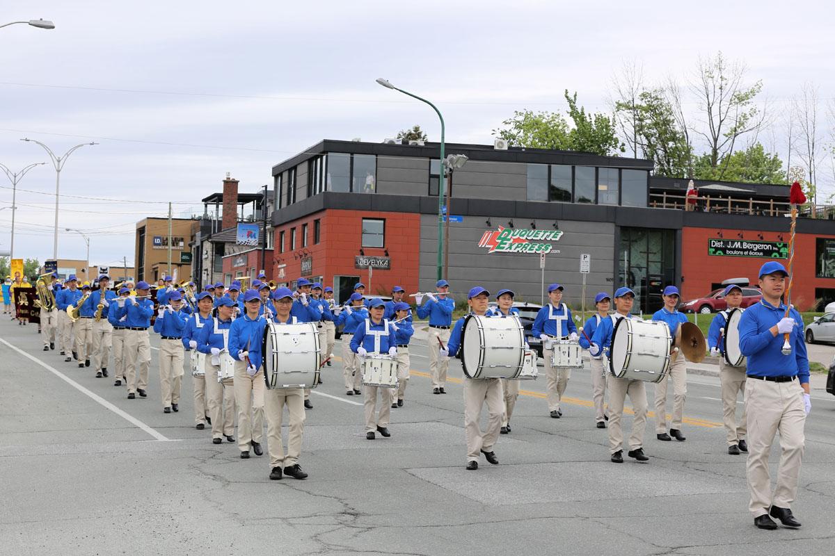 2021年5月30日星期日,加拿大魁北克部份法輪功學員在舍布魯克市(Sherbrooke)舉行遊行活動,慶祝世界法輪大法日暨法輪大法(法輪功)洪傳世界29周年。(大紀元)