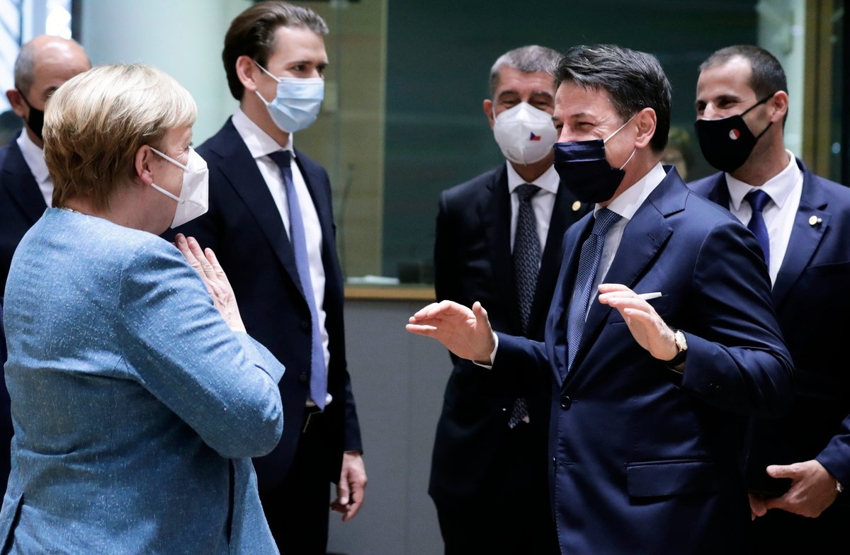 歐盟領導人準備向北京發出呼籲,要求它兌現承諾在今年年底前完成雙邊投資協議談判,向歐洲企業開放中國市場。同時,他們還準備再次就北京在香港推行國安法壓制人民自由的做法提出批評。圖為10月1日,歐洲各國領導人在布魯塞爾開歐盟峰會。(Photo by Olivier HOSLET/POOL/AFP)