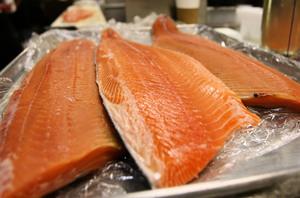 楊帆:魚在砧板坐 鍋從天上來