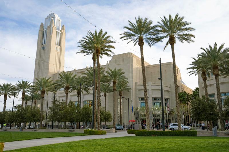 2020年2月27日下午,神韻紐約藝術團在美國娛樂之都拉斯維加斯的史密斯表演藝術中心舉行了2020年在當地的第二場演出。圖為史密斯表演藝術中心外景。(季媛/大紀元)