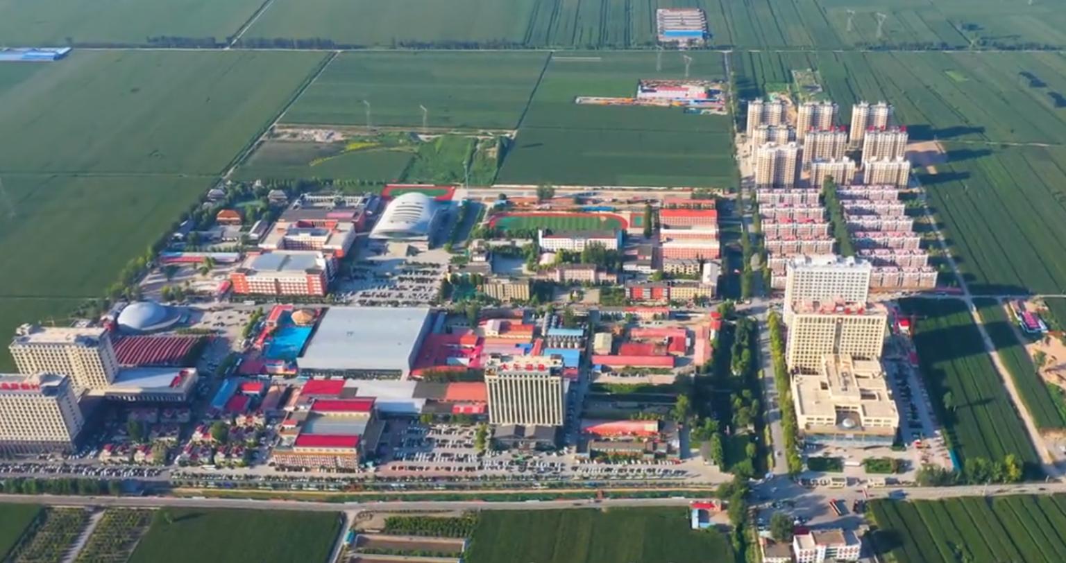 麥田中建起的大午城,俯視圖。(大午集團官網)