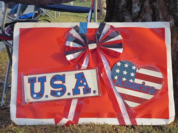 美國U.S.A.的展板。(李梅/大紀元)
