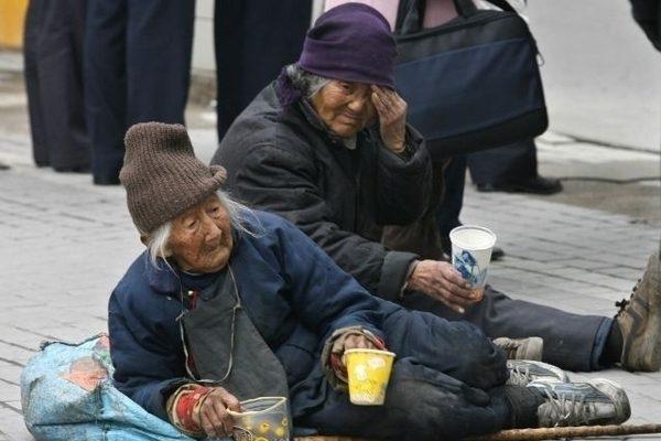 日前,山東曲阜「逃兒村」故事被一網民製作成影片在社交媒體上廣傳。影片中無家可歸、晚景淒涼的農村老人的生活再次引發了外界對子女不贍養老人問題的關注。有著「百善孝為先」傳統文化的中國,今天為何失去了孝道?(Getty Images)