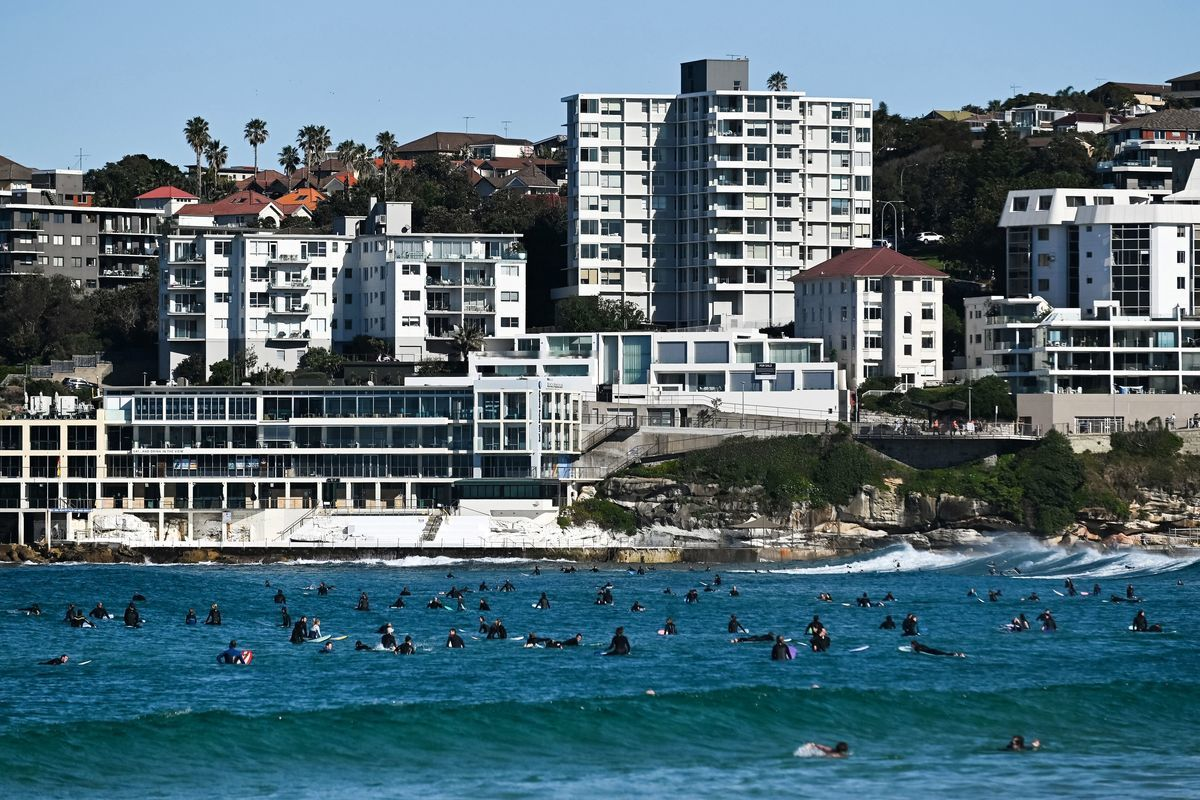 儘管疫情已迫使澳洲國界關閉了一年多的時間,但中介公司表示海外買家的購房興趣依然濃厚。(STEVEN SAPHORE/AFP via Getty Images)