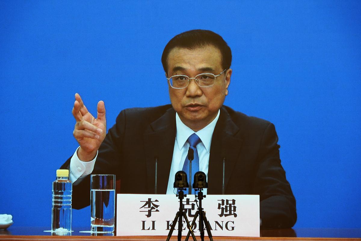 中共國務院總理李克強再次對經濟困境議題發聲,稱各級政府「要堅持過緊日子」。圖為2020年5月28日中共兩會閉幕會後,李克強進行影片新聞發佈會。(Andrea Verdelli/Getty Images)