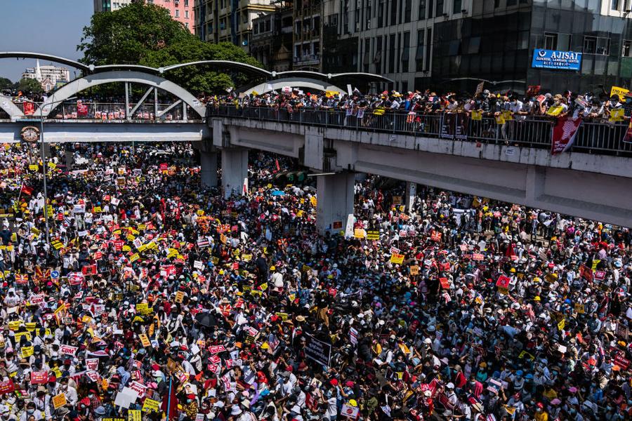 中共支持緬甸政變禍及華人 多家中企遭圍攻