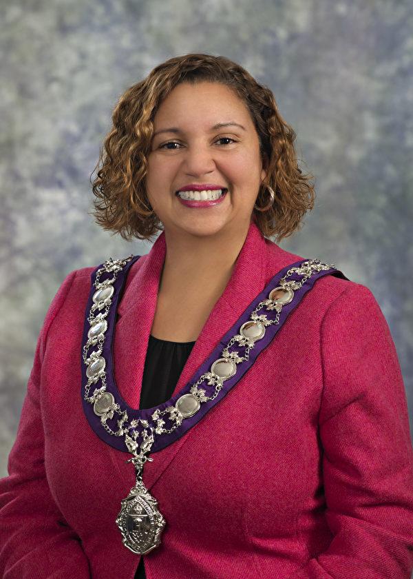 市長Bernadette Clement宣佈2021年5月13日為康和郡「法輪大法日」,並褒獎法輪大法。