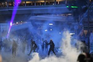 【8.10反送中】機場集會第二天 港人入夜四處打游擊