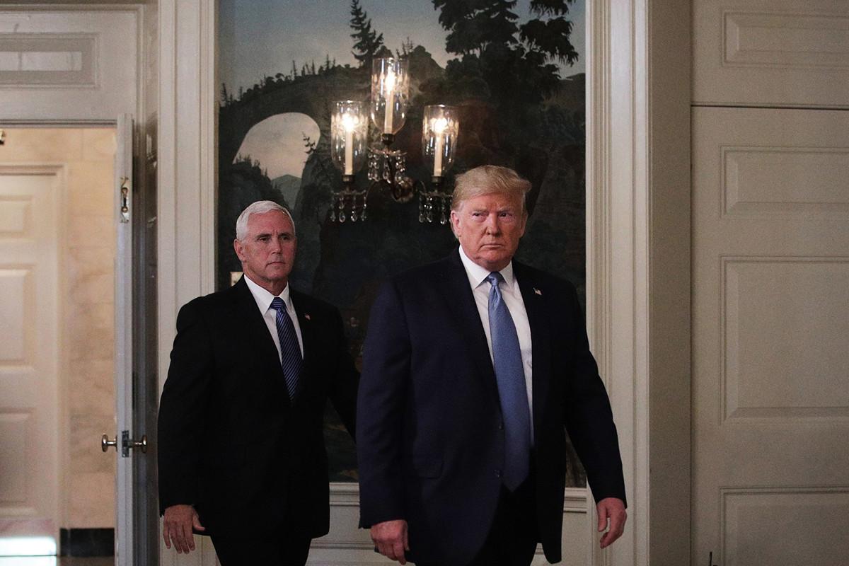 圖為前美國總統特朗普在2019年8月18日表示,在2020年11月尋求總統連任時,副總統邁克·彭斯(Mike Pence)仍擔任他的競選夥伴。(Alex Wong/Getty Images)