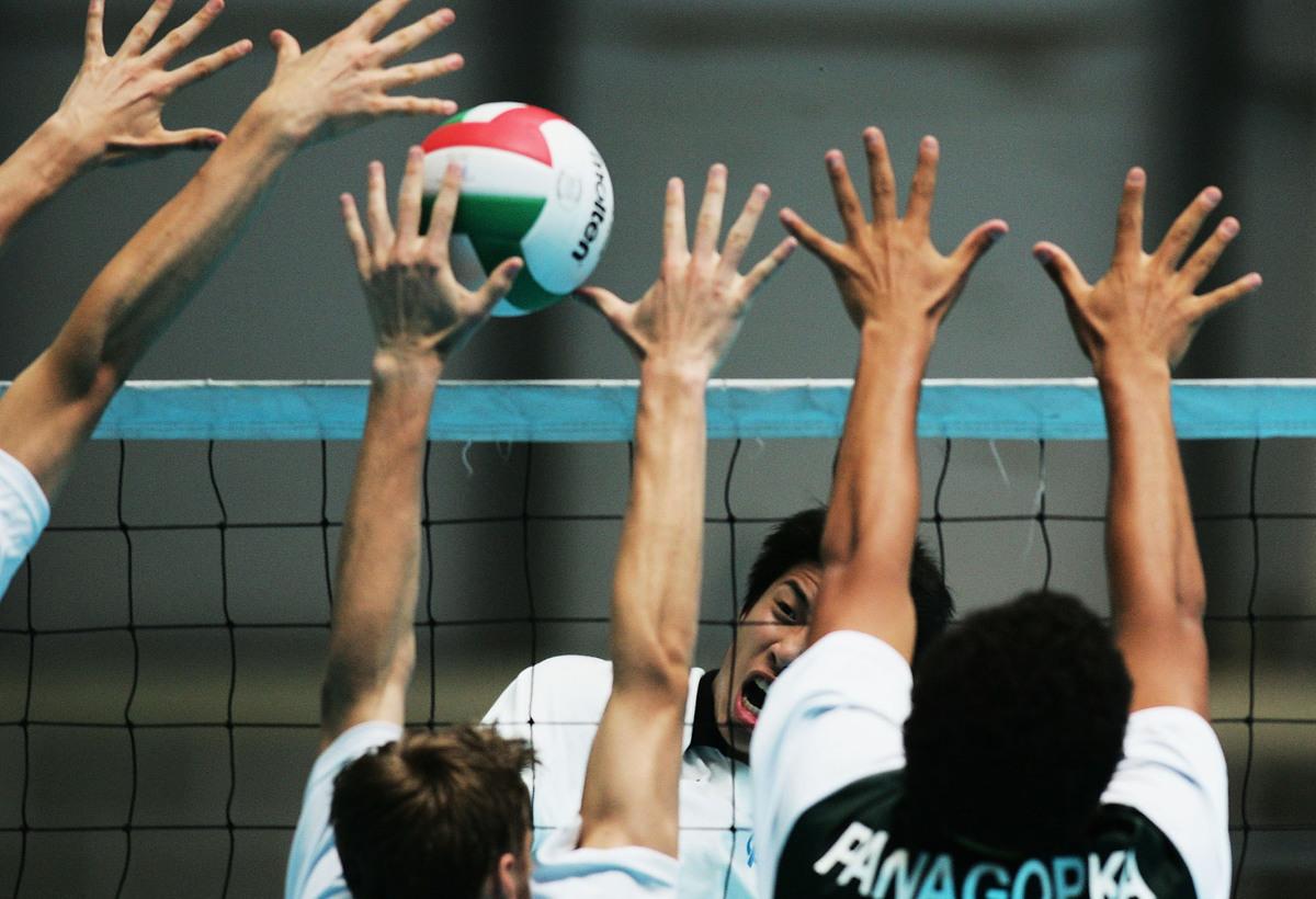 中國女排練習封網的情形。(Getty Images)