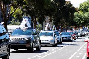 墨爾本汽車遊行傳真相 澳民:望你們天天遊