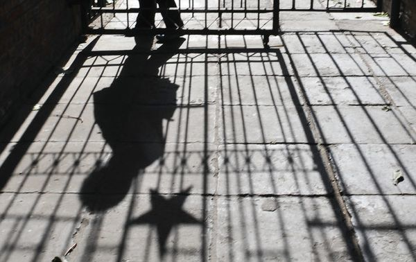湖北紅安革命烈士紀念館裏陳列一位「革命英雄」王秀松,他的「英雄事跡」是大義滅親:在中共「打土豪分田地」運動中,他帶領幾名游擊隊員對「經營雜貨店」的父親在家裏實施就地鎮壓。一個宣導殘殺至親的共產黨到底要革誰的命?中共要把中國推向何方?(AFP)