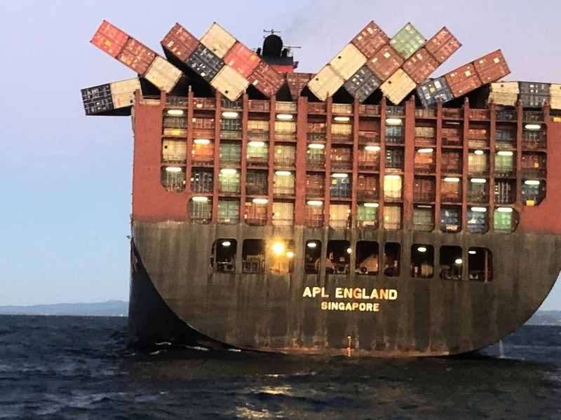40中國貨櫃墜海 大量口罩被衝上悉尼海灘