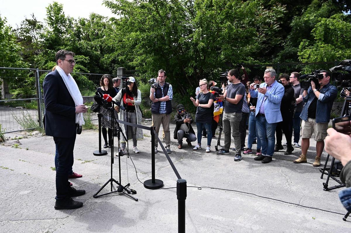 2021年6月2日,匈牙利布達佩斯市市長卡拉喬尼(Karacsony Gergely),就街道改名召開了新聞發佈會,該市將一些街道改為「自由香港路」、「維吾爾烈士路」等,以抗議中國復旦大學分校建設案。 (ATTILA KISBENEDEK/AFP via Getty Images)