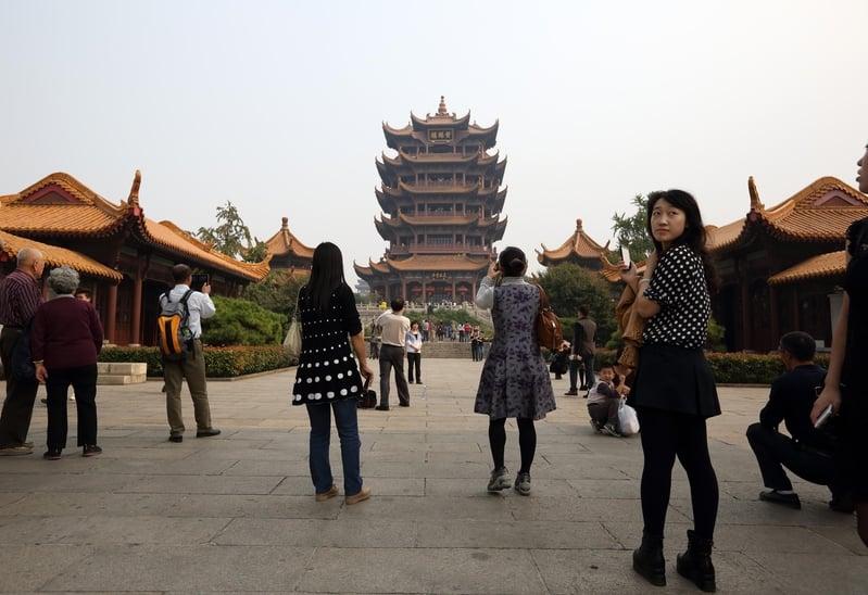 中國五一假期遊客減半 收入僅去年三成