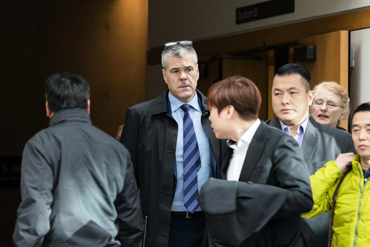 斯科特·布拉德利(Scott Bradley,左二)披露他從華為加拿大公司事務方面的高級副總裁離職,他沒有說明離職的原因。Rich Lam/Getty Images)