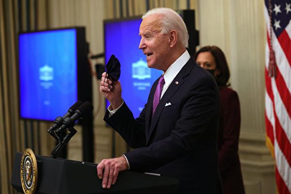 2021年1月21日,美國總統拜登就其政府的COVID-19應對措施發表講話。(Alex Wong/Getty Images)