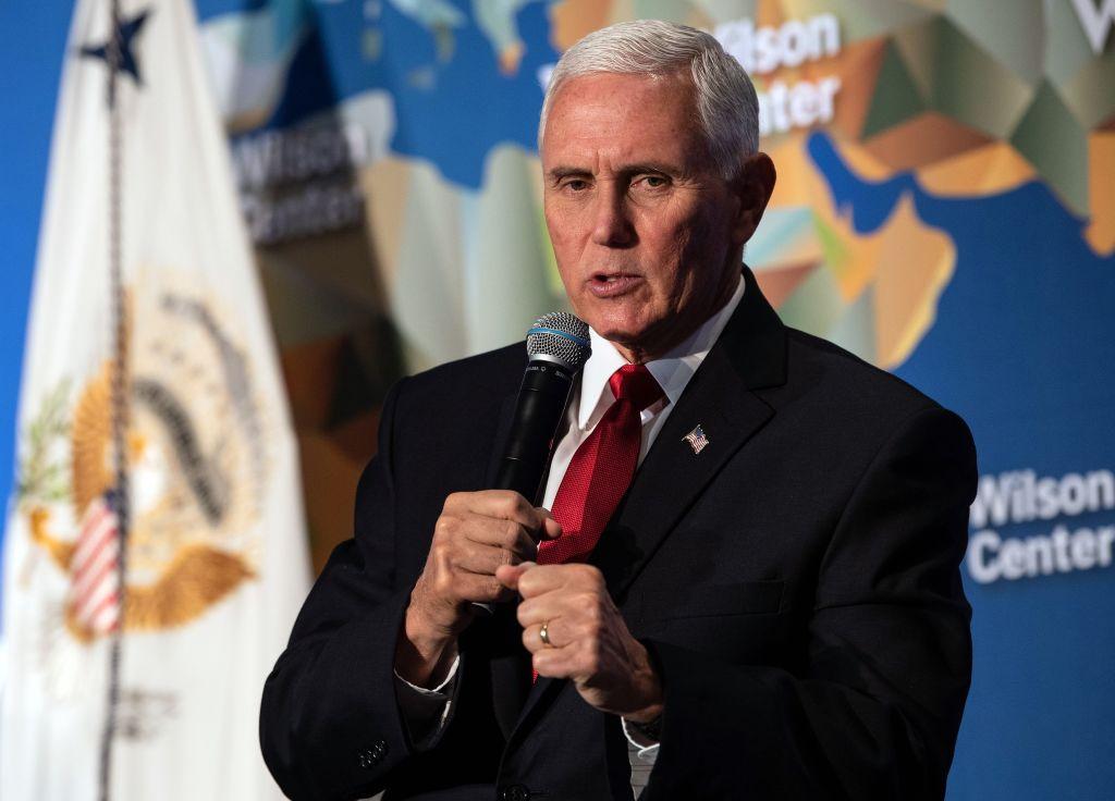 2019年10月24日,美國副總統彭斯(Mike Pence)在華府智囊威爾遜中心(Wilson Center)舉辦的首屆馬勒克公共服務領袖講座上發表了對華政策演講。 (NICHOLAS KAMM/AFP via Getty Images)