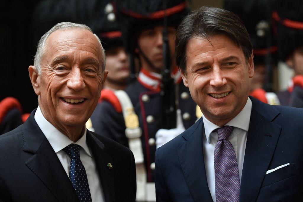 2019年11月12日,意大利總理朱塞佩・孔特(右)和葡萄牙總統馬塞洛・雷貝洛・德・索薩(左)在羅馬舉行的一個會議中。(ANDREAS SOLARO/AFP via Getty Images)