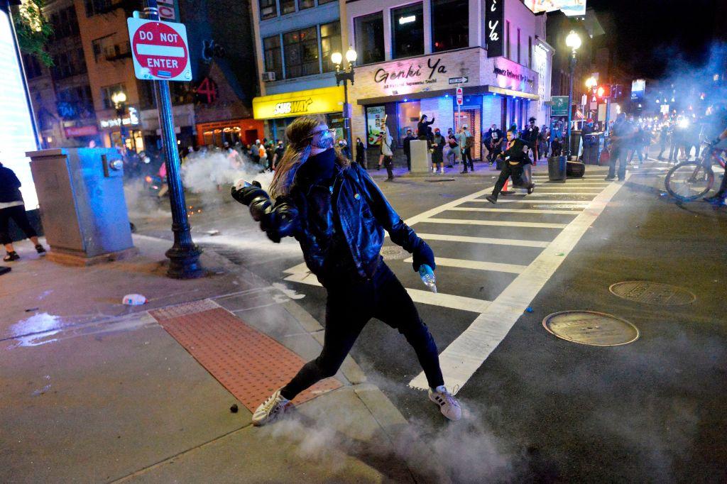 2020年5月31日,發生在美國波士頓街頭的暴力行為。(JOSEPH PREZIOSO/AFP via Getty Images)