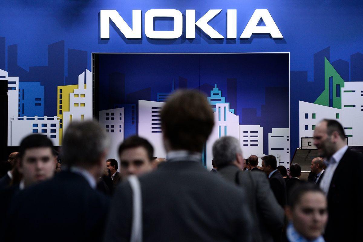 諾基亞成為英國電信BT最大基礎設施供應商。圖為2019年2月26日,在巴塞羅那舉行的世界移動通信大會(MWC)上,人們來到諾基亞展位。(JOSEP LAGO/AFP via Getty Images)