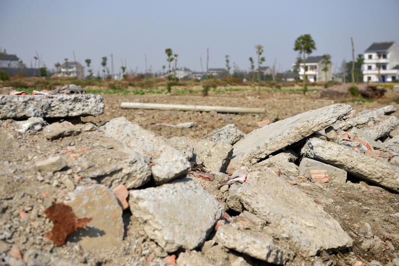 大陸城市土地市場量價齊跌。(AFP)