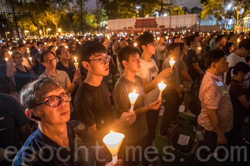 今年是中國1989年天安門六四屠殺三十周年。6月4日,持續30年的悼念「六四」燭光在香港維多利亞公園再次點燃。30年來港人為何心繫「六四」?「六四」在港人心目中意味甚麼?(余鋼/大紀元)