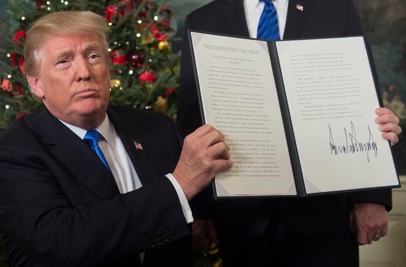 美國總統特朗普2017年12月6日宣佈承認耶路撒冷為以色列首都。(SAUL LOEB/AFP)