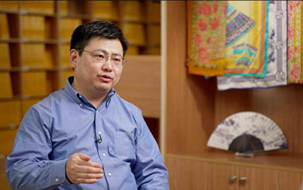 神韻藝術團小提琴手兼歌唱家黃鵬2021年6月接受了新唐人、大紀元聯合專訪。(新唐人電視台)