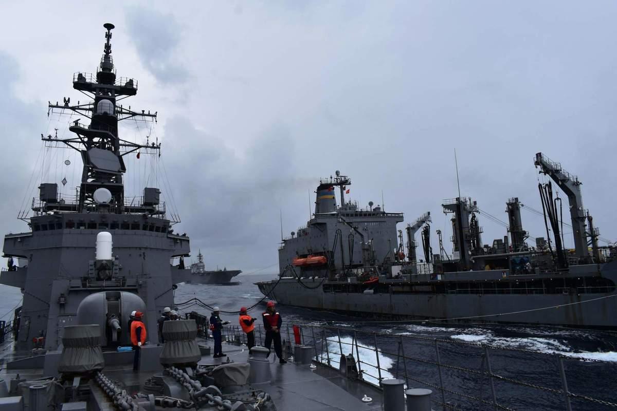 美國海軍10月13日表示,美軍與日本海上自衛隊自12日起在南海進行聯合演習,可實現自由開放印太地區的共同承諾。(Fifteen Public Affairs/US Navy)