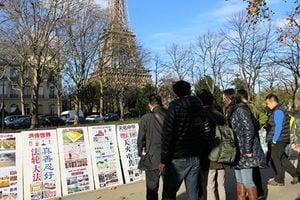 巴黎之旅 大陸青年學子為法輪功點讚