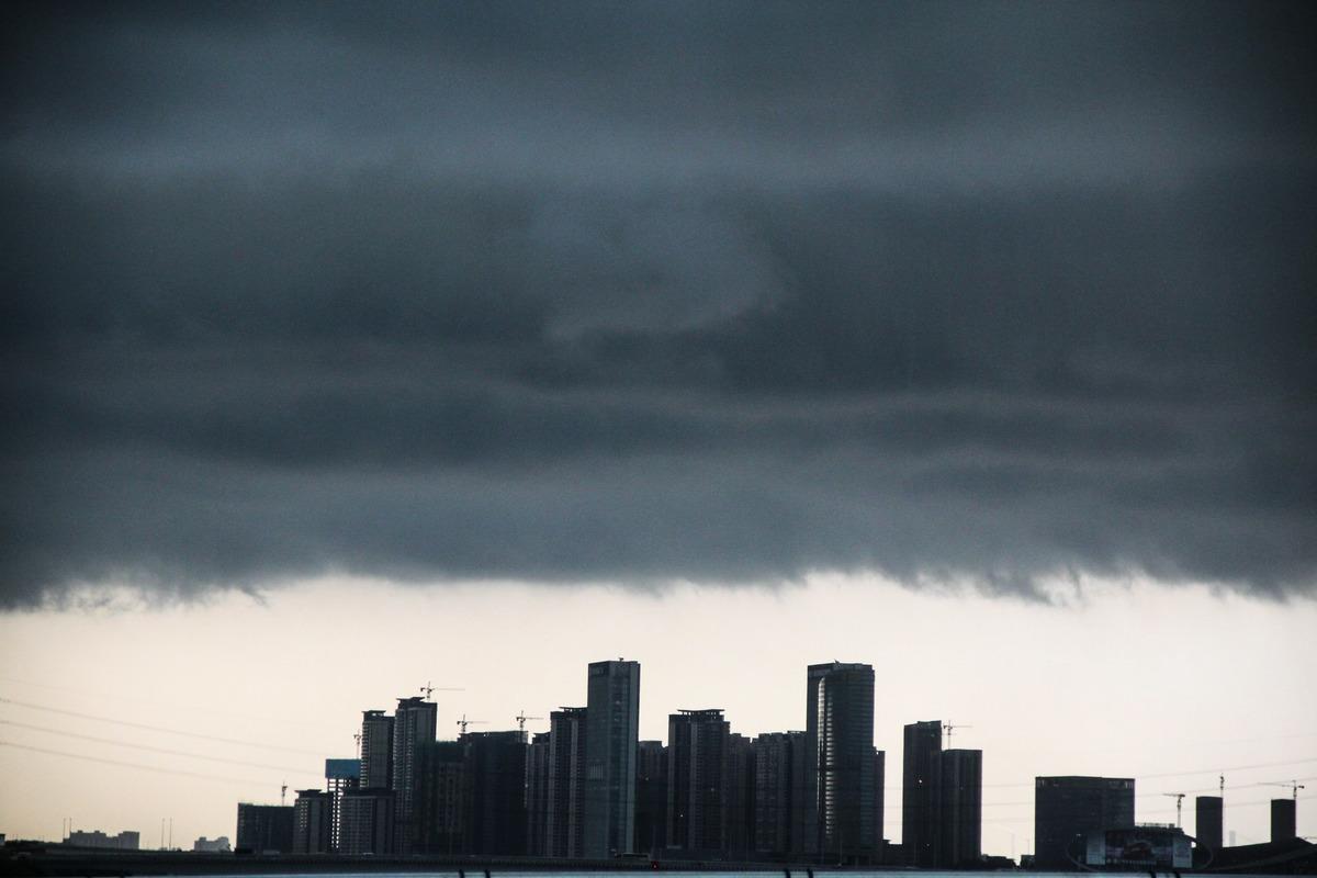 大陸房企出現破產違約潮,同時,資金緊張、融資困難的中小房企正在密集赴港上市。(Getty Images)
