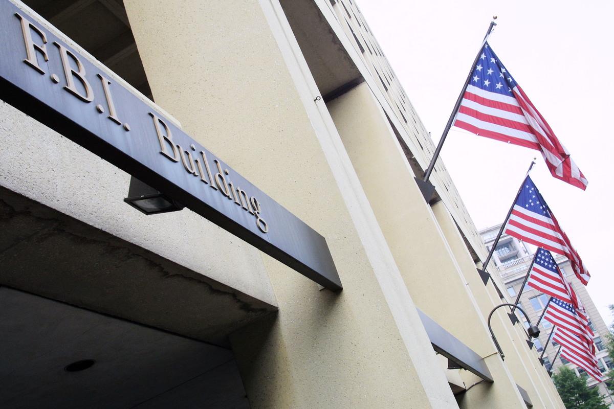 2020年7月23日,美國司法部發表新聞說,聯邦調查局(FBI)在全美25個城市,約談涉嫌未申報中共軍人身份的美國簽證持有人。(Alex Wong/Getty Images)