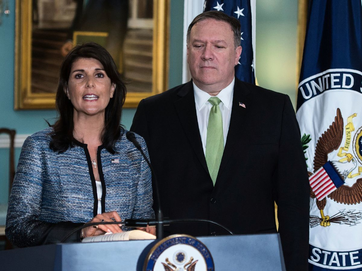2018年6月19日,美國宣佈退出聯合國人權理事會。美國駐聯合國大使黑利和美國國務卿蓬佩奧在一個聯合新聞發佈會上宣佈了這個決定。黑利強調說,美方這樣做絕沒有意願放棄美國在人權領域的承諾。(ANDREW CABALLERO-REYNOLDS/AFP/Getty Images)